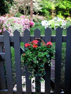 déco de jardin avec portillon en bois