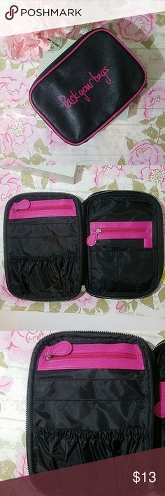 NEW💜Travel Pouch💜 Great for tickets,  passports, money.. whatever plenty of storage.. Excellent condition/NEW Bags