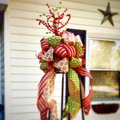 Whimsical burlap ribbon tree topper by SmylesStyles on Etsy  https://www.etsy.com/listing/208274088/whimsical-burlap-ribbon-tree-topper