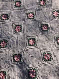 Vintage Crochet ROSES doilie Bedspread GORGEOUS PINK Roses SHABY Chic  | eBay