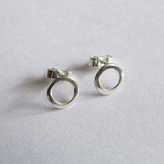 Small Circle Stud Earrings. Sterling Silver. by EllenKirkAli