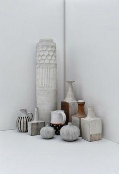 White Vases / Interior * Minimalism by LEUCHTEND GRAU http://www.leuchtend-grau.de/2014/02/neues-von-menu.html