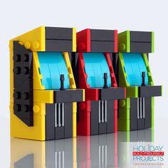 Tiny Vintage Arcade Machine Christmas Tree Ornaments Built Using LEGO by Chris McVeigh Diy Lego, Lego Craft, Lego Modular, Lego Design, Lego Christmas Ornaments, Christmas Diy, Instructions Lego, Lego Furniture, Lego Boards