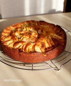 Toujours à la recherche d'un bon gâteau, j'ai découvert celui-ci chez Samar J'aime l'association pommes/frangipane Non seulement il est moelleux et fondant à souhait mais en plus il est très facile à faire Je suis conquise Pour le gâteau 150 g de farine...