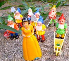 Hey, I found this really awesome Etsy listing at https://www.etsy.com/listing/77244939/snow-white-figurines-8pcs-vintage