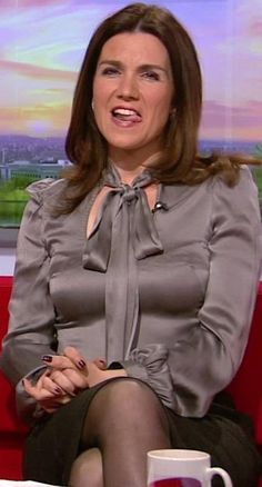 Susanna Reid Stockings, Susanna Reid Legs, Sexy Older Women, Classy Women, Sexy Women, Susana Reid, Tv Girls, Bow Blouse, Sexy Blouse