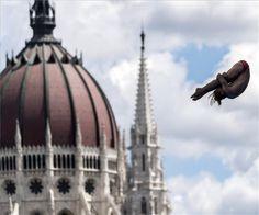 Toronyugrás | MTI Fotó: Mohai Balázs Burj Khalifa, Budapest, Teak, Swimming, Building, Travel, Sport, Swim, Viajes