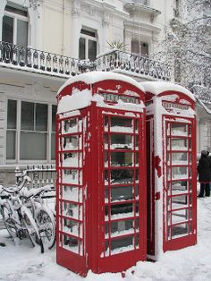 London telephone booths covered in snow. I want to go back to London! London Underground, Union Jack, Telephone Booth, I Love Winter, Voyage Europe, Snow And Ice, British Isles, Oh The Places You'll Go, London England