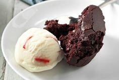 Chocolate pie only in Choco Pie, Chocolate Pudding Cake, Chocolate Sweets, Chocolate Recipes, Chocolate Heaven, Cupcakes, Cupcake Cakes, Yummy Treats, Sweet Treats