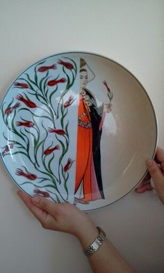 Turkish style ☪ - Pratical Information Turkish Tiles, Turkish Art, Hand Painted Ceramics, Porcelain Ceramics, Turkish Fashion, Pottery Plates, Tile Art, Islamic Art, Art And Architecture
