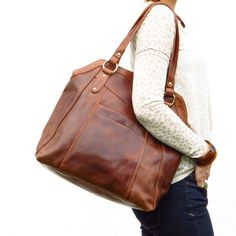 This large brown handbag tote is crafted from beautiful oiled leather which gives each bag its authentic vintage finish. Large enough for books,