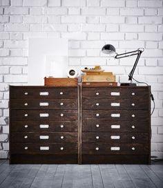 Una cassettiera IKEA RAST con 3 cassetti trasformata in un archivio vintage