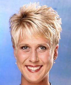 Short hair for women over 50 Cheveux courts pour les femmes de plus de 50 ans Haircuts For Over 60, Over 60 Hairstyles, Formal Hairstyles, Short Hairstyles For Women, Straight Hairstyles, Cool Hairstyles, Hairstyle Short, Beehive Hairstyle, Updos Hairstyle