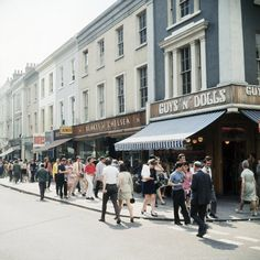 England London Kings Road 1968 : Shoppers bustle down King's Road in Chelsea, (AP) Vintage London, Old London, Chelsea London, Swinging London, Carnaby Street, London History, London Tours, Bbc America, Westminster