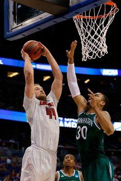 Manhattan Jaspers vs. Louisville Cardinals - Stephan Van Treese dunk