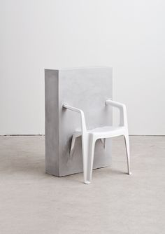 Half Concrete Chair - Etudes Studio http://monsieurlagent.com/#art-direction/etudes-studio/works/16/etudes-n1