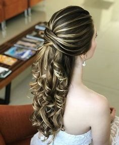 Wedding Hairstyles 15 Unbelievable Long Curly Wedding Hairstyles to Look Spectacular on Your Big Day Curly Wedding Hair, Long Hair Wedding Styles, Elegant Wedding Hair, Wedding Hairstyles For Long Hair, Glamorous Wedding, Bridal Hair, Classy Hairstyles, Bride Hairstyles, Pretty Hairstyles