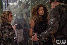 """The 100 -- """"Red Sky at Morning"""" -- ImageÂ�HU314a_0251 -- Pictured (L-R): Eliza Taylor as Clarke, Nadia Hilker as Luna, and Bob Morley as Bellamy -- Credit: Diyah Pera/The CW -- © 2016 The CW Network, LLC. All Rights Reservedpn"""