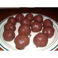 Chocolate Peanut Butter Balls with rice crispies Peanut Butter Desserts, Peanut Butter Balls, Lemon Desserts, Creamy Peanut Butter, Healthy Desserts, Jello Recipes, Ww Recipes, Skinny Recipes, Recipies
