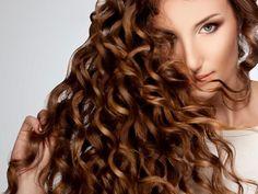Si ya probaste de todo pero sientes que el cabello simplemente no te crece intenta este remedio herbal popular en la India.El romero es una hierba excelente para el crecimiento y cuidado del cabello, además de darle brillo y combatir la caspa.Es un tratamiento muy sencillo de seguir,...