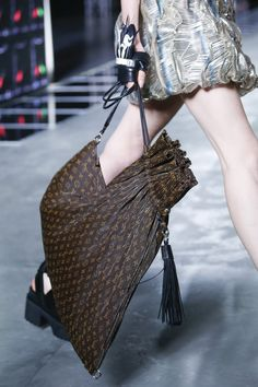 Louis Vuitton Spring 2016 Ready-to-Wear Accessories Photos - Vogue