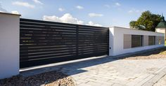 nowoczesne ogrodzenie aluminiowe xcel horizon. Modern aluminium fencing and gate