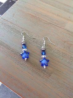 Oorbellen hangers ster, met blauwe en witte steentjes