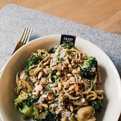 Ik ben gek op Italiaans eten 🍕🍅🇮🇹🍷🍦 (ik ben eigenlijk verliefd op alles wat Italiaans is ;-)). Maar de pasta pesto is mijn favoriet 💕 Het…