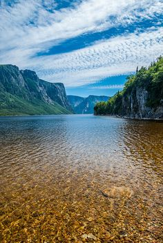 Gros Morne National Park, Newfoundland and Labrador, Canada. Added to my list of places to visit. Cool Landscapes, Beautiful Landscapes, Places To Travel, Places To See, Travel Destinations, Gros Morne, Voyager Loin, Newfoundland And Labrador, Newfoundland Canada