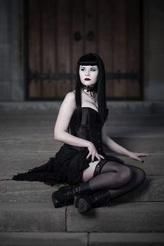 Taylor Snyder – Jillian Vatnsdal • Dark Beauty