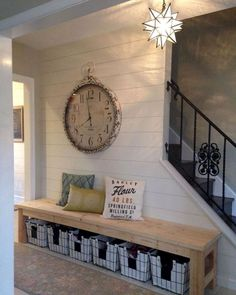 76 inspiring farmhouse entryway decor ideas Entryway Furniture: Do Not Neglect Your Foyer! Rustic Farmhouse Entryway, Farmhouse Ideas, Modern Farmhouse, Farmhouse Style, Farmhouse Outdoor Decor, Country Entryway, Farmhouse Bench, Vintage Farmhouse, Diy Bank