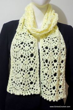 Crochet Poncho - This is a free crochet pattern for Jean Crochet Scarf with photo tutorial in each step. A simple yet elegant scarf, consisting of 2 rows of fan style images. Crochet Blouse, Crochet Beanie, Crochet Poncho, Crochet Scarves, Crochet Clothes, Easy Crochet Patterns, Crochet Stitches, Scarf Patterns, Crochet Motif