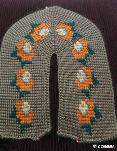 This Pin was discovered by Nev Tunisian Crochet, Knit Crochet, Knitted Booties, Hello Everyone, Daily Fashion, Diy And Crafts, Flip Flops, Slippers, Beanie