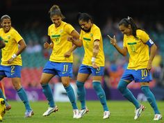 sport.photo.collections: ... Olympic Body Snarking: Brazilian Soccer Player...