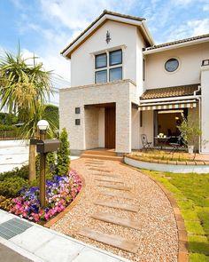 Concrete Backyard, Dynamic Design, My House, Entrance, Decoration, House Design, Mansions, Landscape, Architecture