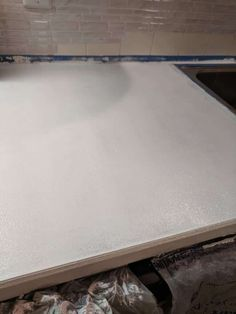 How to Paint Your Countertops Like Granite • Mama and More Painted Granite Countertops, Rustoleum Countertop, Painting Laminate Countertops, Cheap Countertops, Granite Paint, Painting Bathtub, Diy Painting, Sea Sponge, Kitchen Paint