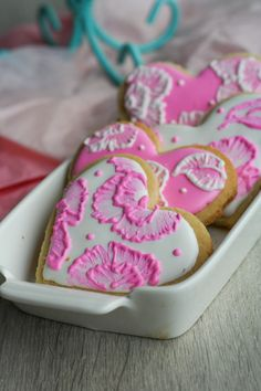 Brush Embroidery Sugar Cookies - pretty technique for decorating cut-out cookies | Clockwork Lemon