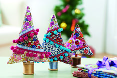 As Christmas time draws ever closer we're thinking about all kinds of ways to get crafty with homemade festive decorations. Don't reserve decking for your halls, trees and front down, remember windowsills, fireplaces and kitchen tables are ideal places...