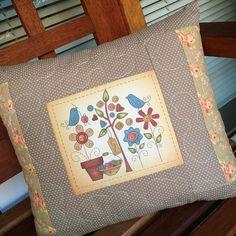 https://flic.kr/p/A327ib | Almofadinha 'jardim' fuxicochiq  #tissu  #handmade #estampafloral #estampado #passarinho #bird #fuxicochiq #colors #cotton #tecido #almofadinha #poá #decor #jardimsecreto #fofura #cute #passaro #flower #