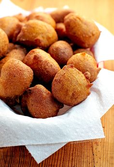 Beer Batter Hush Puppies: c Sweet onion 2 Eggs, large 2 T All-purpose flour 3 T Baking powder 1 c Cornmeal 4 t sugar t Red pepper, ground 2 t Salt 1 Oil c Beer Beer Recipes, Seafood Recipes, Cooking Recipes, Dishes Recipes, Healthy Recipes, Barbecue Recipes, Asian Recipes, Cooking With Beer, Good Food