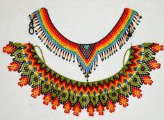 collar de piedras chaquiras elaborada por la tribu Embera de Colombia. Seed Bead Bracelets Tutorials, Free Beading Tutorials, Beading Patterns, Indian Beadwork, Native Beadwork, Bead Jewellery, Beaded Jewelry, Beaded Bracelets, Diy Necklace Patterns