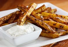 Baked Seasoned Fries w/Skinny Garlic Aioli-- This website has yummy low fat recipes! Skinny Recipes, Ww Recipes, Side Dish Recipes, Great Recipes, Cooking Recipes, Favorite Recipes, Lunch Recipes, Skinnytaste Recipes, Cooking Food