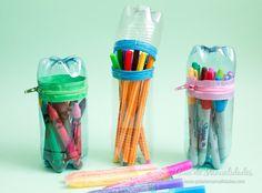 Con botellas plásticas y cremalleras de colores puedes hacerles a tus peques estos divertidos estuches para que guarde sus pinturas del cole! A reciclar!