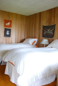 This makes me so homesick for a trip to the beach!!!                                              Native American tapestries hang in the bedroom of this Washington State family beach house. Photo by Courtney Adamo.