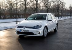 In the Car News > we take a look at the Volkswagen e-Golf which has gone on sale priced from Golf, Automobile, Vw, Video, Euro, Electric Cars, Exotic Cars, Volkswagen Group, Electric