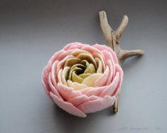 Felt Ranunculus Flower Brooch, Sweet Pink Cream Olive Green Ranunculus Felt Flower Brooch, Floral jewelry, Natural jewelry