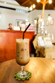 Our Foodie Favorites // Battambang Cambodia Battambang Cambodia, Coffee Life, Best Places To Eat, Moscow Mule Mugs, Fine Dining, Good Food, Street, Tableware, Blog