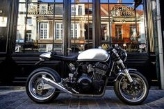 Triumph T300 special Wind-blown