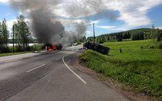 Sivullinen yritti sammuttaa tuleen syttynyttä pakettiautoa siinä kuitenkaan onnistumatta. Postiauton liekit sen sijaan talttuivat.