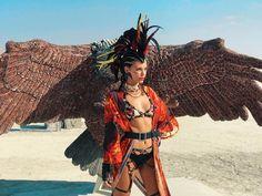 Burning Man 2018 : les 15 looks les plus torrides Burning Man People, Burning Man Art, Black Rock, Geek Art, Sexy, Burns, Wonder Woman, Superhero, Fictional Characters